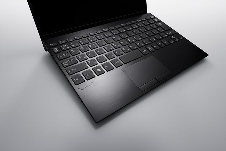 حاسب VAIO SX12 هو كمبيوتر محمول مدمج به مجموعة متنوعة من المنافذ 6