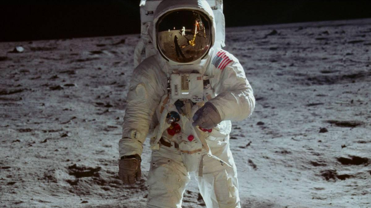استكشف مهمة Apollo 11 التي وصلت إلى القمر على هاتفك المحمول باستخدام Google 1
