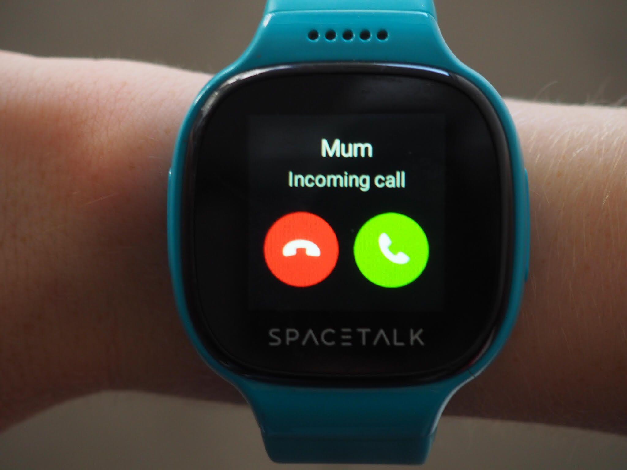 يمكن لساعة Sky Mobile الذكية تتبع مكان طفلك بدقة