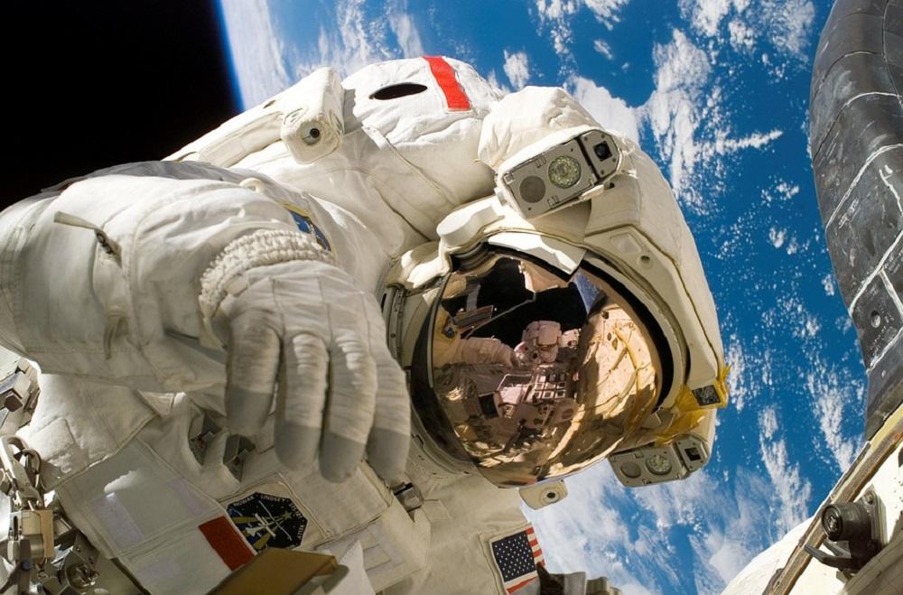 رائد فضاء ناسا ، متهم بارتكاب أول جريمة في الفضاء 1