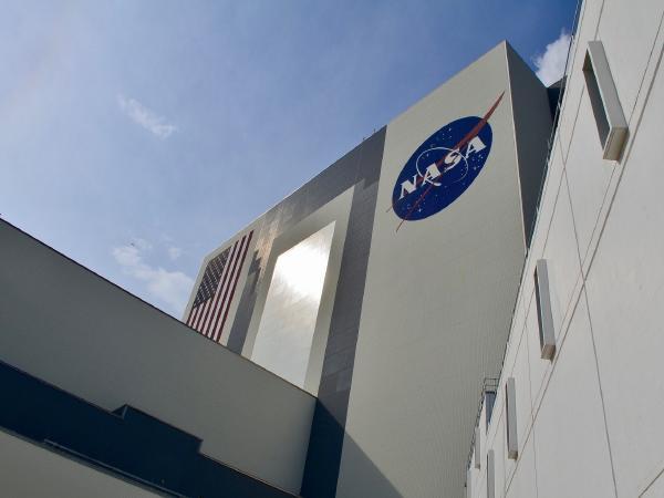 كمبيوتر عملاق من HPE لمساعدة ناسا على تهبط البشر على سطح القمر