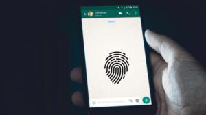 يحصل تطبيق WhatsApp لنظام Android على ميزة فتح بصمات الأصابع ، بعد أشهر من حصول نظام iOS عليها