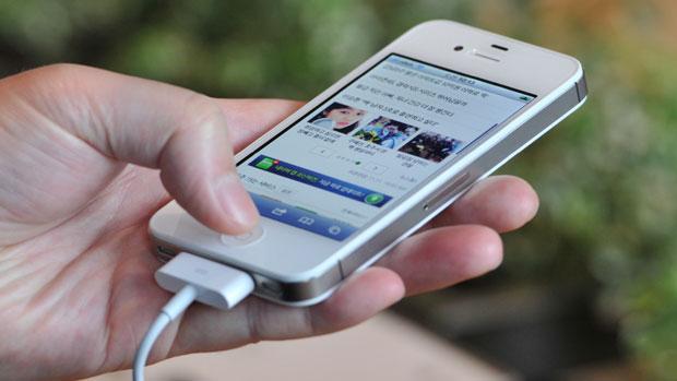 يمكن أن بطارية الألومنيوم فائق السرعة شحن الهاتف في دقيقة واحدة 1