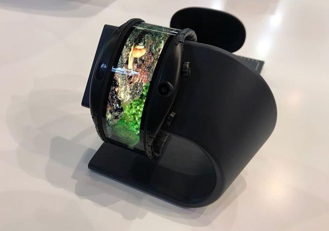 الهاتف الذكي OLED الذي يمكن ارتداؤه في متناول اليد بالقرب منك 2