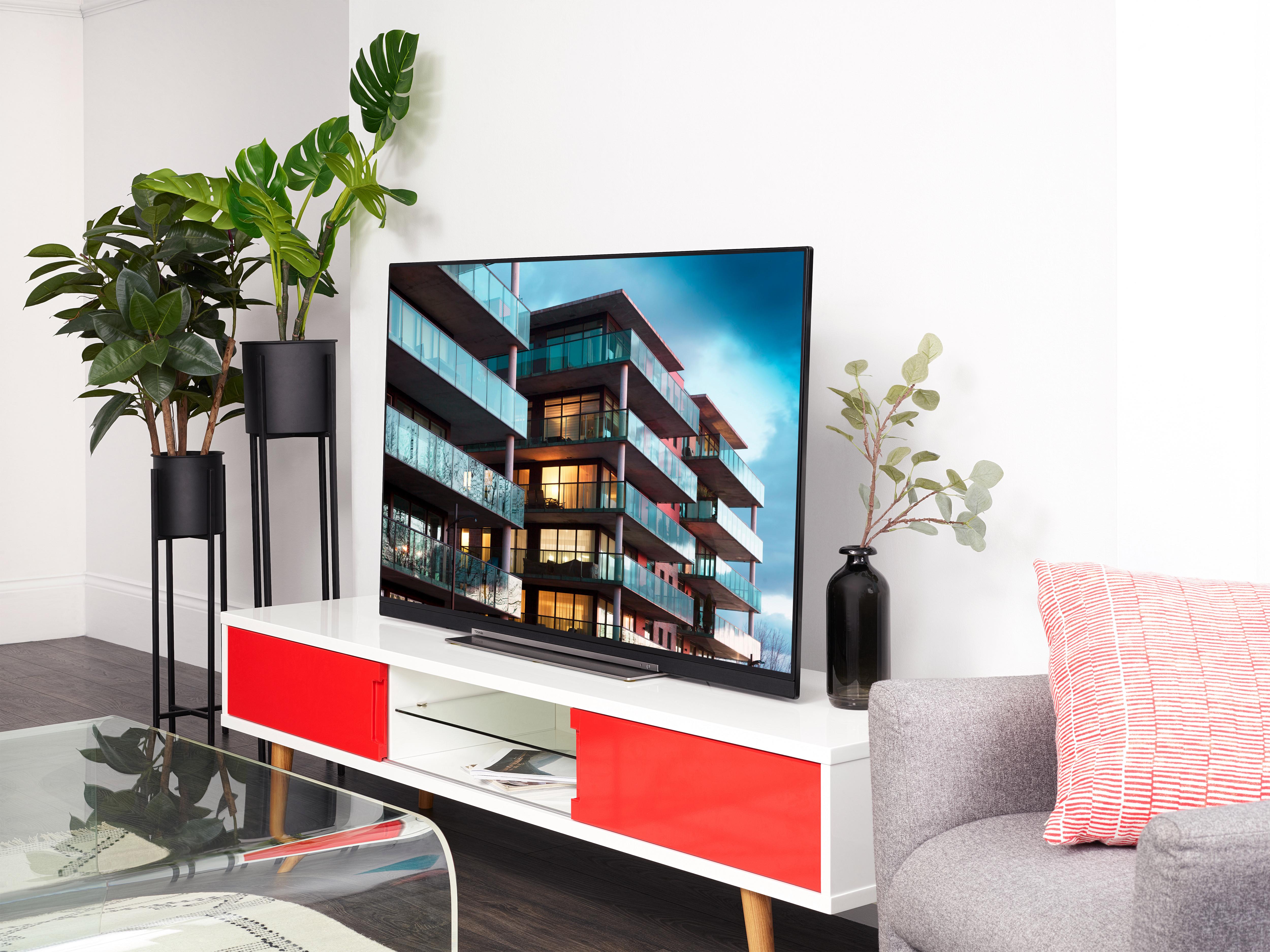 تعرض أجهزة التلفزيون تباينًا محسنًا ومجموعة أكبر من الألوان