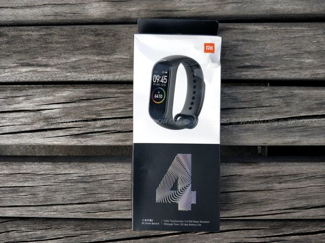 """Xiaomi Mi Band 4 REVIEW & Unboxing: Must-Have Gadget في 2019! """"width ="""" 640 """"height ="""" 480 """"srcset ="""" // www.wovow.org/wp-content/uploads/2019/08/xiaomi-mi -band-4-review-unboxing-2019-wovow.org-00.jpg 640w، //www.wovow.org/wp-content/uploads/2019/08/xiaomi-mi-band-4-review-unboxing- 2019-wovow.org-00-560x420.jpg 560w ، //www.wovow.org/wp-content/uploads/2019/08/xiaomi-mi-band-4-review-unboxing-2019-wovow.org-00 -80x60.jpg 80w ، //www.wovow.org/wp-content/uploads/2019/08/xiaomi-mi-band-4-review-unboxing-2019-wovow.org-00-100x75.jpg 100w، / /www.wovow.org/wp-content/uploads/2019/08/xiaomi-mi-band-4-review-unboxing-2019-wovow.org-00-180x135.jpg 180w، //www.wovow.org/ wp-content / uploads / 2019/08 / xiaomi-mi-band-4-review-unboxing-2019-wovow.org-00-238x178.jpg 238w، //www.wovow.org/wp-content/uploads/2019 /08/xiaomi-mi-band-4-review-unboxing-2019-wovow.org-00-24x18.jpg 24w، //www.wovow.org/wp-content/uploads/2019/08/xiaomi-mi- band-4-review-unboxing-2019-wovow.org-00-36x27.jpg 36w، //www.wovow.org/wp-content /uploads/2019/08/xiaomi-mi-band-4-review-unboxing-2019-wovow.org-00-48x36.jpg 48w """"sizes ="""" (أقصى عرض: 640 بكسل) 100 فولت ، 640 بكسل"""