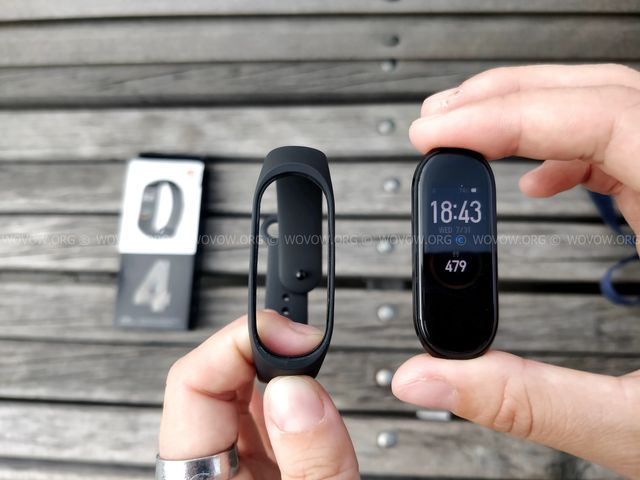 """Xiaomi Mi Band 4 REVIEW & Unboxing: Must-Have Gadget في 2019! """"width ="""" 640 """"height ="""" 480 """"srcset ="""" // www.wovow.org/wp-content/uploads/2019/08/xiaomi-mi -band-4-review-unboxing-2019-wovow.org-12.jpg 640w، //www.wovow.org/wp-content/uploads/2019/08/xiaomi-mi-band-4-review-unboxing- 2019-wovow.org-12-560x420.jpg 560w ، http://www.wovow.org/wp-content/uploads/2019/08/xiaomi-mi-band-4-review-unboxing-2019-wovow.org-12 -80x60.jpg 80w ، //www.wovow.org/wp-content/uploads/2019/08/xiaomi-mi-band-4-review-unboxing-2019-wovow.org-12-100x75.jpg 100w، / /www.wovow.org/wp-content/uploads/2019/08/xiaomi-mi-band-4-review-unboxing-2019-wovow.org-12-180x135.jpg 180w، //www.wovow.org/ wp-content / uploads / 2019/08 / xiaomi-mi-band-4-review-unboxing-2019-wovow.org-12-238x178.jpg 238w، //www.wovow.org/wp-content/uploads/2019 /08/xiaomi-mi-band-4-review-unboxing-2019-wovow.org-12-24x18.jpg 24w، //www.wovow.org/wp-content/uploads/2019/08/xiaomi-mi- band-4-review-unboxing-2019-wovow.org-12-36x27.jpg 36w، //www.wovow.org/wp-content /uploads/2019/08/xiaomi-mi-band-4-review-unboxing-2019-wovow.org-12-48x36.jpg 48w """"sizes ="""" (أقصى عرض: 640 بكسل) 100 فولت ، 640 بكسل"""