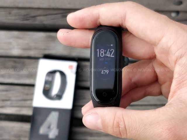 """Xiaomi Mi Band 4 REVIEW & Unboxing: Must-Have Gadget في 2019! """"width ="""" 640 """"height ="""" 480 """"srcset ="""" // www.wovow.org/wp-content/uploads/2019/08/xiaomi-mi -band-4-review-unboxing-2019-wovow.org-11.jpg 640w، //www.wovow.org/wp-content/uploads/2019/08/xiaomi-mi-band-4-review-unboxing- 2019-wovow.org-11-560x420.jpg 560w ، //www.wovow.org/wp-content/uploads/2019/08/xiaomi-mi-band-4-review-unboxing-2019-wovow.org-11 -80x60.jpg 80w ، //www.wovow.org/wp-content/uploads/2019/08/xiaomi-mi-band-4-review-unboxing-2019-wovow.org-11-100x75.jpg 100w، / /www.wovow.org/wp-content/uploads/2019/08/xiaomi-mi-band-4-review-unboxing-2019-wovow.org-11-180x135.jpg 180w، //www.wovow.org/ wp-content / uploads / 2019/08 / xiaomi-mi-band-4-review-unboxing-2019-wovow.org-11-238x178.jpg 238w، //www.wovow.org/wp-content/uploads/2019 /08/xiaomi-mi-band-4-review-unboxing-2019-wovow.org-11-24x18.jpg 24w، //www.wovow.org/wp-content/uploads/2019/08/xiaomi-mi- band-4-review-unboxing-2019-wovow.org-11-36x27.jpg 36w، //www.wovow.org/wp-content /uploads/2019/08/xiaomi-mi-band-4-review-unboxing-2019-wovow.org-11-48x36.jpg 48w """"sizes ="""" (أقصى عرض: 640 بكسل) 100 فولت ، 640 بكسل"""
