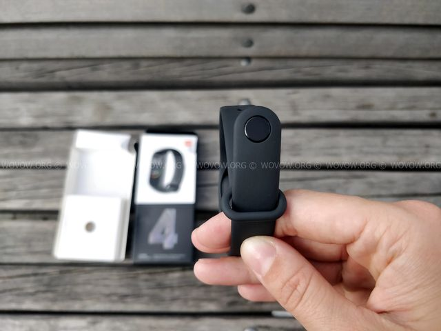 """Xiaomi Mi Band 4 REVIEW & Unboxing: Must-Have Gadget في 2019! """"width ="""" 640 """"height ="""" 480 """"srcset ="""" // www.wovow.org/wp-content/uploads/2019/08/xiaomi-mi -band-4-review-unboxing-2019-wovow.org-09.jpg 640w، //www.wovow.org/wp-content/uploads/2019/08/xiaomi-mi-band-4-review-unboxing- 2019-wovow.org-09-560x420.jpg 560w ، //www.wovow.org/wp-content/uploads/2019/08/xiaomi-mi-band-4-review-unboxing-2019-wovow.org-09 -80x60.jpg 80w ، //www.wovow.org/wp-content/uploads/2019/08/xiaomi-mi-band-4-review-unboxing-2019-wovow.org-09-100x75.jpg 100w، / /www.wovow.org/wp-content/uploads/2019/08/xiaomi-mi-band-4-review-unboxing-2019-wovow.org-09-180x135.jpg 180w، //www.wovow.org/ wp-content / uploads / 2019/08 / xiaomi-mi-band-4-review-unboxing-2019-wovow.org-09-238x178.jpg 238w، //www.wovow.org/wp-content/uploads/2019 /08/xiaomi-mi-band-4-review-unboxing-2019-wovow.org-09-24x18.jpg 24w، //www.wovow.org/wp-content/uploads/2019/08/xiaomi-mi- band-4-review-unboxing-2019-wovow.org-09-36x27.jpg 36w، //www.wovow.org/wp-content / التنزيلات 2019/08/xiaomi-mi-band-4-review-unboxing-2019-wovow.org-09-48x36.jpg 48w """"sizes ="""" (أقصى عرض: 640 بكسل) 100 فولت ، 640 بكسل"""