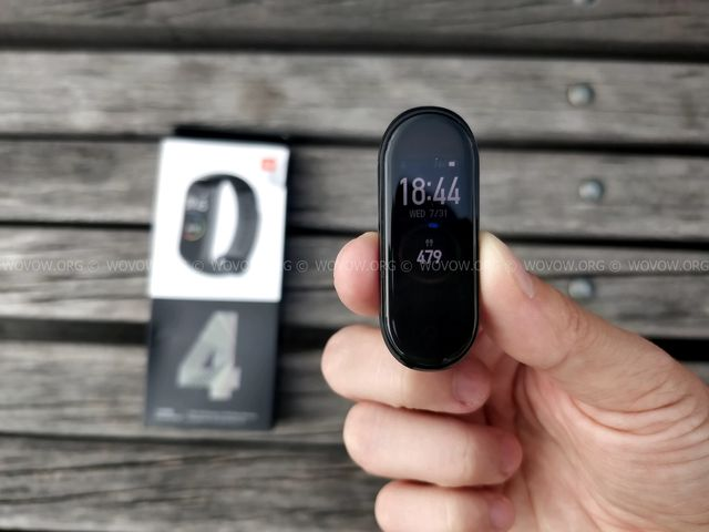 """Xiaomi Mi Band 4 REVIEW & Unboxing: Must-Have Gadget في 2019! """"width ="""" 640 """"height ="""" 480 """"srcset ="""" // www.wovow.org/wp-content/uploads/2019/08/xiaomi-mi -band-4-review-unboxing-2019-wovow.org-14.jpg 640w، //www.wovow.org/wp-content/uploads/2019/08/xiaomi-mi-band-4-review-unboxing- 2019-wovow.org-14-560x420.jpg 560w ، //www.wovow.org/wp-content/uploads/2019/08/xiaomi-mi-band-4-review-unboxing-2019-wovow.org-14 -80x60.jpg 80w ، //www.wovow.org/wp-content/uploads/2019/08/xiaomi-mi-band-4-review-unboxing-2019-wovow.org-14-100x75.jpg 100w، / /www.wovow.org/wp-content/uploads/2019/08/xiaomi-mi-band-4-review-unboxing-2019-wovow.org-14-180x135.jpg 180w، //www.wovow.org/ wp-content / uploads / 2019/08 / xiaomi-mi-band-4-review-unboxing-2019-wovow.org-14-238x178.jpg 238w، //www.wovow.org/wp-content/uploads/2019 /08/xiaomi-mi-band-4-review-unboxing-2019-wovow.org-14-24x18.jpg 24w، //www.wovow.org/wp-content/uploads/2019/08/xiaomi-mi- band-4-review-unboxing-2019-wovow.org-14-36x27.jpg 36w، //www.wovow.org/wp-content /uploads/2019/08/xiaomi-mi-band-4-review-unboxing-2019-wovow.org-14-48x36.jpg 48w """"sizes ="""" (أقصى عرض: 640 بكسل) 100 فولت ، 640 بكسل"""