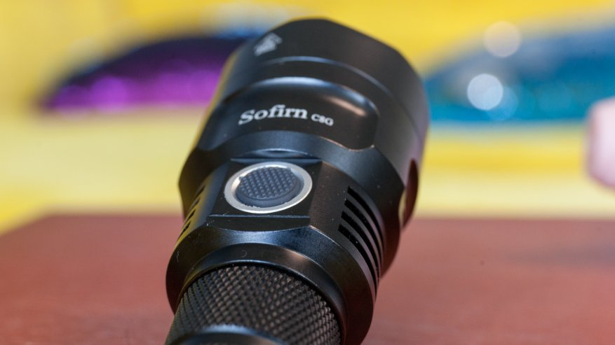مراجعة قوية الميزانية مصباح يدوي طويل المدى Sofirn C8G. قاتل قافلة C8 +؟ 18
