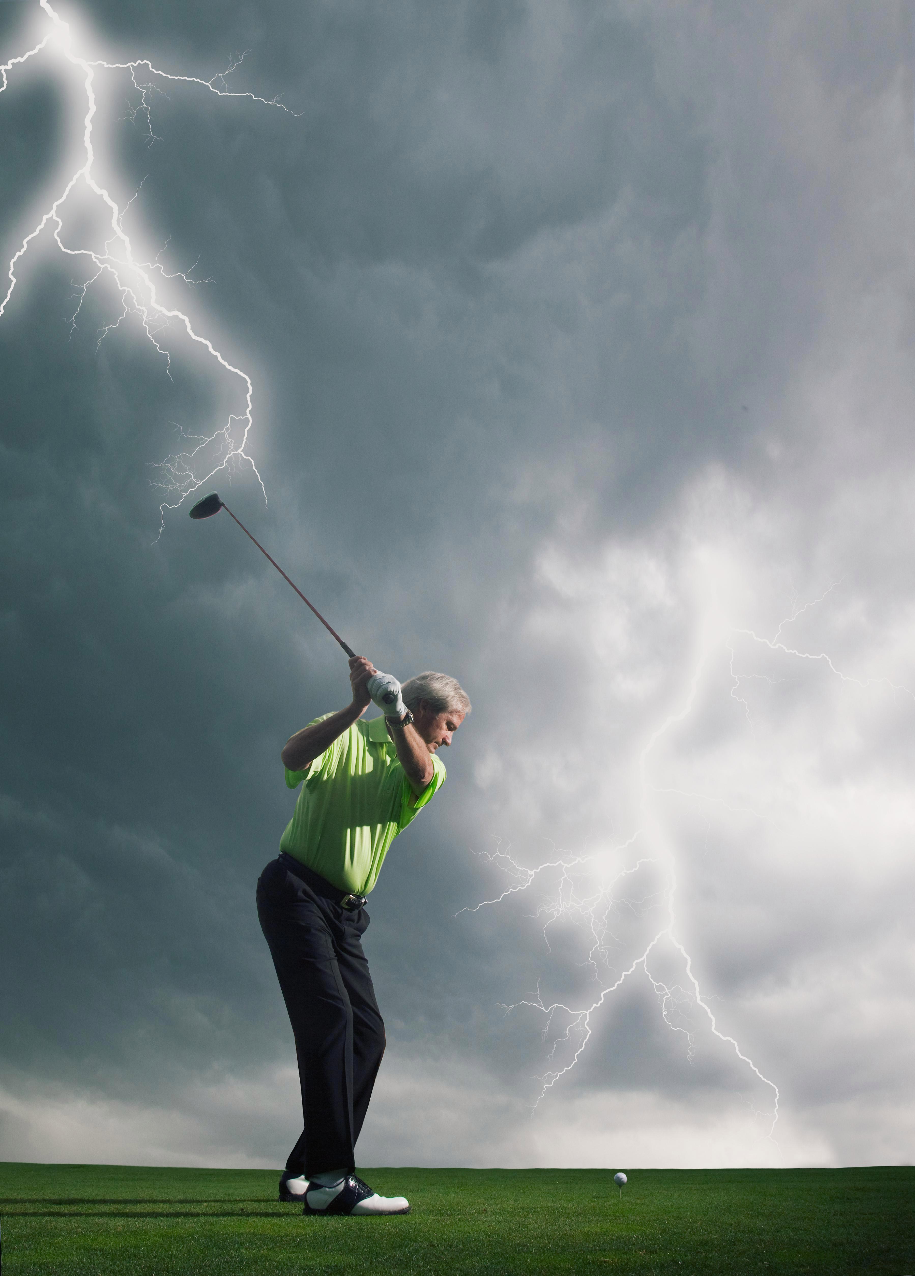 الغولف في عاصفة رعدية هو عمل محفوف بالمخاطر للغاية