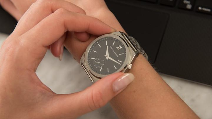 تعمل الساعة الذكية مع خدمة الكونسيرج المخصصة على صنع موجات على Kickstarter