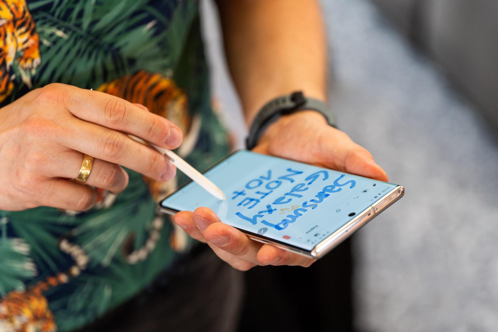 سامسونج Galaxy Note  10+ مقابل بقية العالم 1
