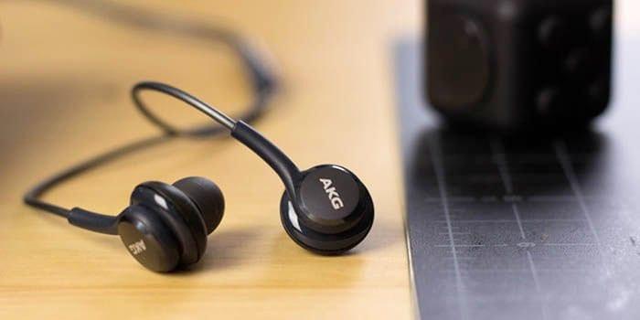 سامسونج Galaxy Note  10 ، استخدم سماعات الرأس دون إلغاء الضوضاء.