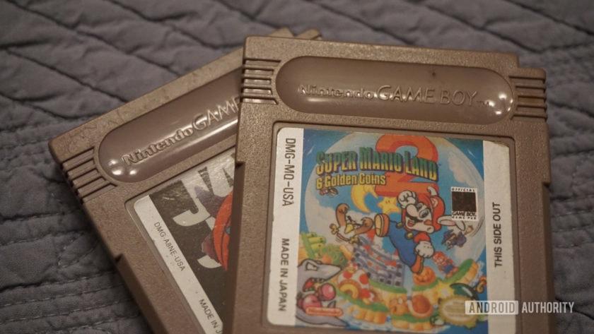 صورة لعبتين من ألعاب Nintendo Game Boy.
