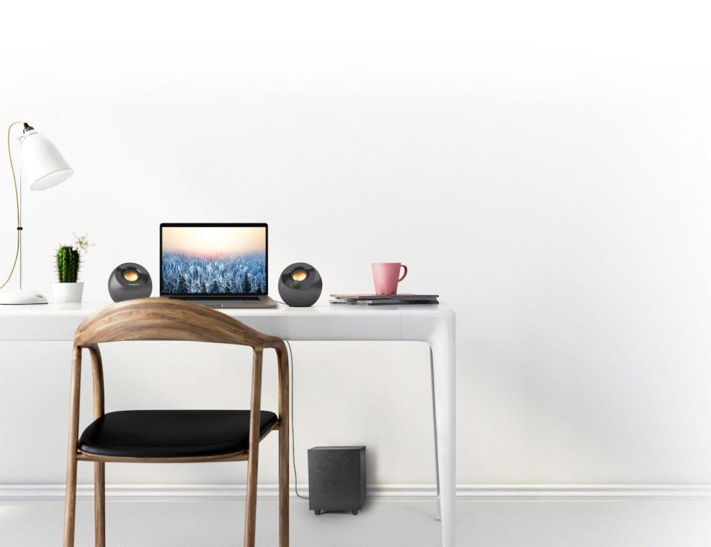 """مكبرات صوت سطح المكتب المتصلة بـ Pebble Plus Creative USB """"aria-ووصفها ="""" gallery-11-361814"""