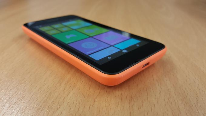 نوكيا Lumia 530 الجانب