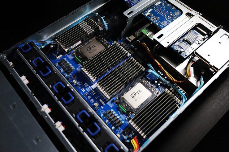 اللوحة الأم Gigabyte R282-Z90 مع مقبس مزدوج ووحدتي AMD EPYC ROME