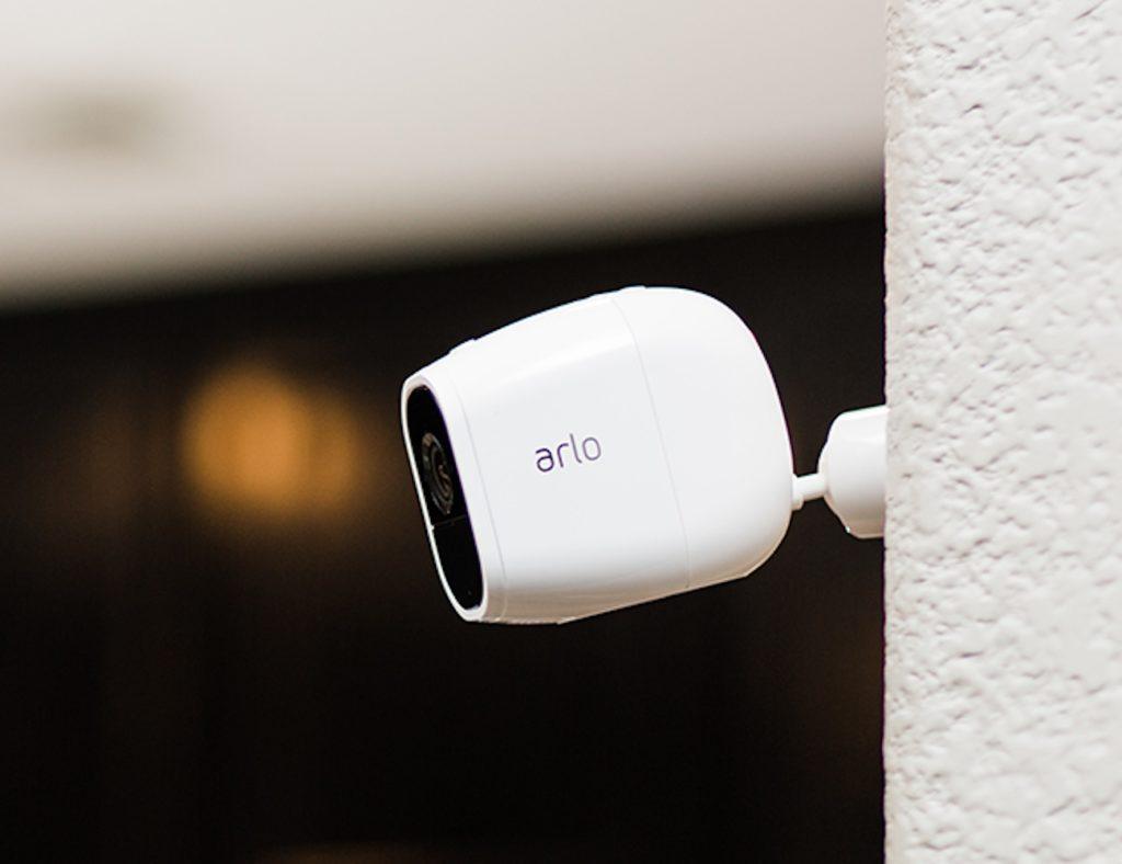 الكاميرات الأمنية HD المفضلة لدينا لمراقبة منزلك - Arlo Pro 2 01