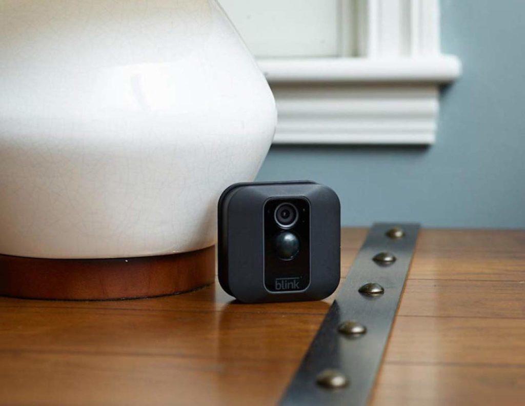 الكاميرات الأمنية HD المفضلة لدينا لمراقبة منزلك - Blink XT2 01