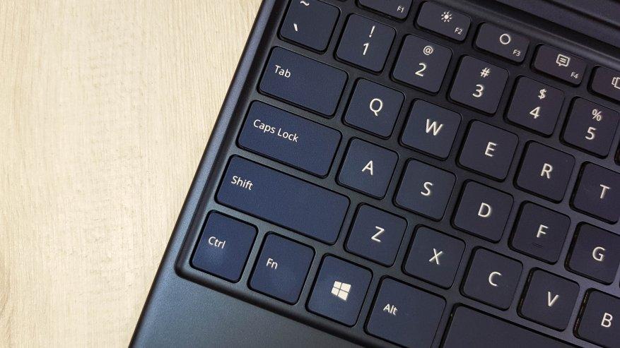 Teclast X4: مراجعة كمبيوتر لوحي قوي على بحيرة الجوزاء مع لوحة مفاتيح إضافية وذاكرة وصول عشوائي بسعة 8 جيجابايت و SSD 20