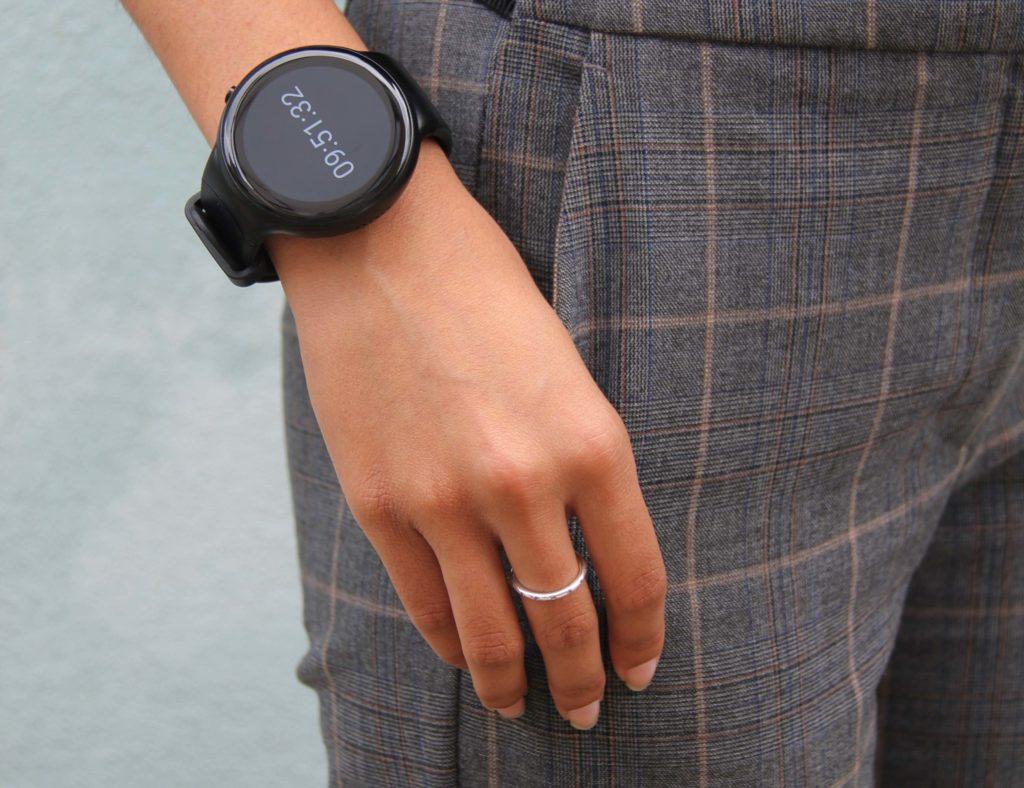 أفضل تصميمات ساعة ذكية بسيطة لعام 2019 - تنبعث منها 01