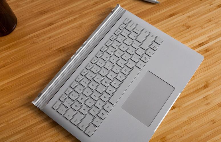 سطح كتاب 2 لوحة المفاتيح