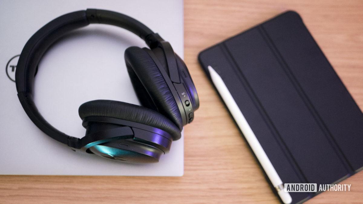 الأدوات سماعات الكمبيوتر المحمول العمل عبر الإنترنت