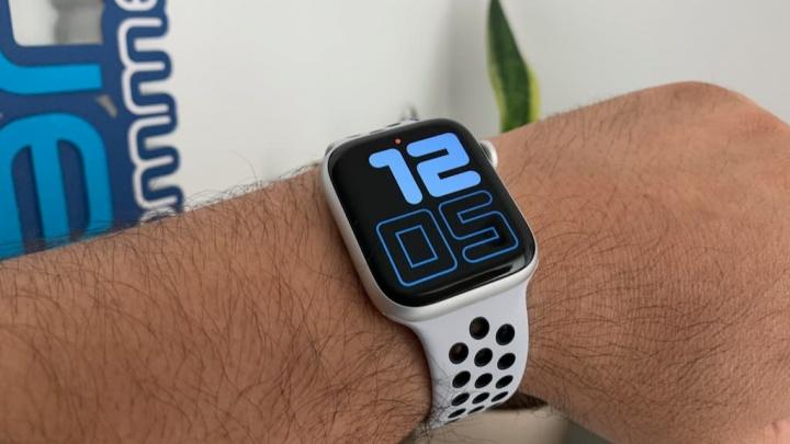 صورة ساعة ذكية Apple Watch 4 يأتي في السيراميك والتيتانيوم وفقا ل watchOS 6