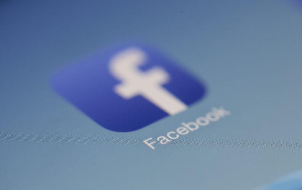 Facebook يتلقى غرامة مالية قدرها مليونير بسبب فضائح الخصوصية 1