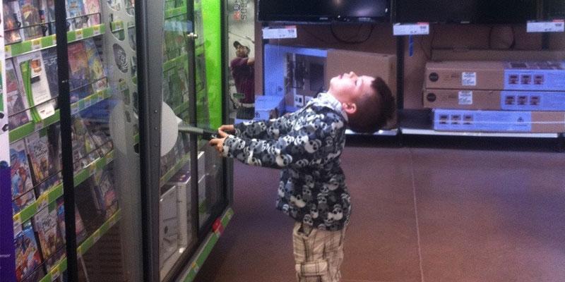 Walmart تسحب ألعاب الفيديو العنيفة لكنها تواصل بيع الأسلحة 1