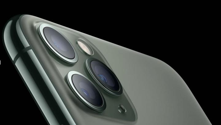 صورة لجهاز iPhone 11 الجديد مع شريحة u1 لمتتبع التفاح