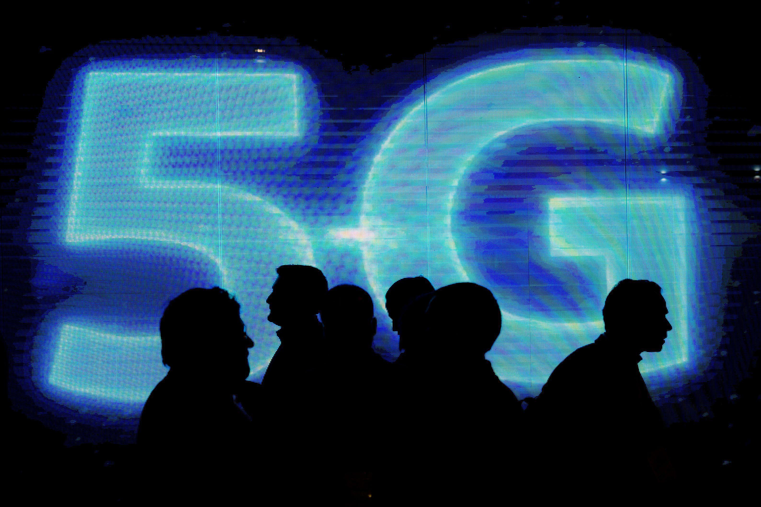 أعلن المستشار السابق فيليب هاموند عن استثمار بقيمة 16 مليون جنيه إسترليني لشبكة 5G للهواتف المحمولة في المملكة المتحدة