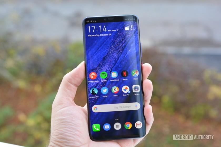 دليلكفريق AAال Galaxy Note  كان Edge هو أول هاتف تم عرضه في عام 2014. لم ينطلق حقًا تصميمه المفرد مطلقًا ، لكن Samsung صقلت المفهوم في العام التالي ، حيث قدمت تصميمًا ثنائي الحافة مع Galaxy S6 Edge. منذ ذلك الحين ، أصبحت الشاشة المنحنية ميزة في العلامات الرئيسية من العديد من الشركات المصنعة ، بما في ذلك Samsung و Huawei. لذلك مع وضع ذلك في الاعتبار ، نلقي نظرة على أفضل الهواتف المزودة بشاشات حافة!أفضل الهواتف المزودة بشاشات حافة:سامسونج Galaxy Note  10 سامسونج Galaxy S10 / S10 Plus Huawei P30 Pro ون بلس 7 بروZTE Axon 10 Pro Huawei Mate 20 Pro سوني اريكسون XZ3ملاحظة المحرر: سنقوم بتحديث هذه القائمة التي تضم أفضل الهواتف مع عرض الحواف بانتظام عند تشغيل أجهزة جديدة.1. سامسونج Galaxy Note  10 سلسلةسامسونج Galaxy Note  كان الخط هو الهاتف الذكي ذي الشاشة المنحنية الأصلي ، وهذا التقليد مستمر مع الجديد كلياً Galaxy Note  10 و Galaxy Note  10 زائد. يمكنك توقع شاشة QHD + Super AMOLED مقاس 6.8 بوصة على الشاشة Galaxy Note  10 زائد ، في حين الفانيليا Note 10 توفر لوحة FHD + Super AMOLED بحجم 6.3 بوصة. في كلتا الحالتين ، ستحصل على أداة ثقب مثبتة في الوسط تستضيف كاميرا صور شخصية بدقة 10 ميجابكسل.قراءة المزيدسامسونج Galaxy Note  10 زائد مراجعة: ليس هو Note أنت تعلم سامسونج Galaxy Note  لطالما كان يعرف بجهاز افعل كل شيء. منذ الأول Galaxy Note  مرة أخرى في عام 2011 ، استخدمت سامسونج السلسلة لإعادة النظر في ما لدينا smartphones يجب أن تكون قادرة على القيام ، ...ال Note حزم 10 سلسلة شرائح Snapdragon 855 أو Exynos 9825 تحت غطاء محرك السيارة - اعتمادا على المنطقة. كما توفر الهواتف أيضًا قلم S Pen مطورًا ، ومقاومة للماء والغبار IP68 ، ومستشعر بصمة في الشاشة ، وثلاثي خلفي عريض 12 ميجابيكسل / 12 ميجابكسل / 16 ميجابكسل. تختلف الأجهزة من حيث حجم البطارية وذاكرة الوصول العشوائي والتخزين. توقع وجود بطارية بقوة 3،500 مللي أمبير في الساعة و 8 جيجابايت من ذاكرة الوصول العشوائي وذاكرة تخزين بسعة 256 جيجابايت في الجهاز Note 10. و Note يقدم Plus بطارية تصل إلى 4،300 مللي أمبير في الساعة مع شحن سريع بقدرة 45 واط وذاكرة وصول عشوائي سعتها 12 جيجابايت وذاكرة تخزين بسعة 256 جيجابايت أو 512 جيجابايت. شيء و