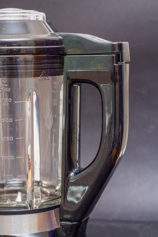 مراجعة خلاط الفويز ثابتة: 2000 واط قوة و 2 لتر وعاء زجاجي 11