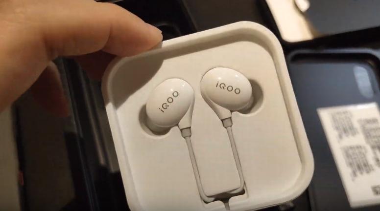 Vivo iQOO Pro 5G Phablet Review: هاتف ذكي بشاشة كبيرة مع توقعات كبيرة 5