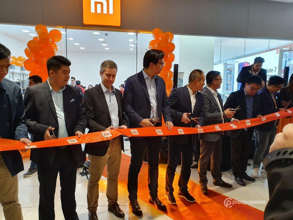 بمساعدة أكثر من ألف شخص ، تم افتتاح متجر Xiaomi Mi Store الثاني في تشيلي 2