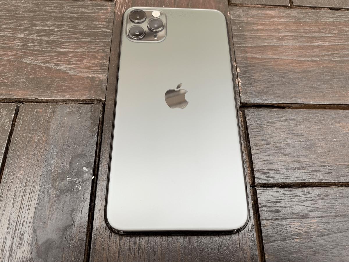 iPhone 11 Pro - أسود لامع من الزجاج