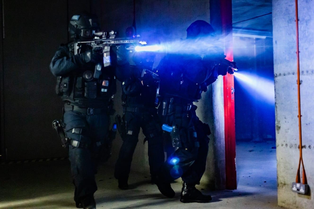 التقى تدريب الشرطة على الأسلحة النارية يمكن أن تكون مفيدة لمعالجة لقطات مطلق النار على الانترنت