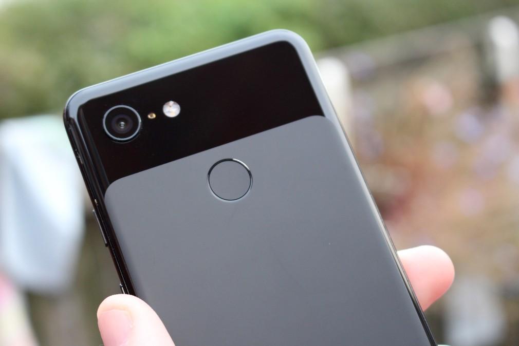 Google Pixel 3 review screenshot - الجزء الخلفي من الهاتف