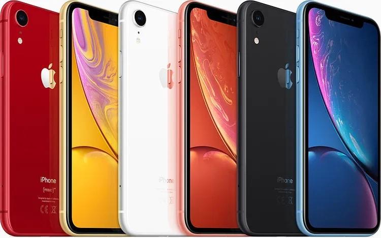 الأمامي والخلفي فون XR بألوان مختلفة