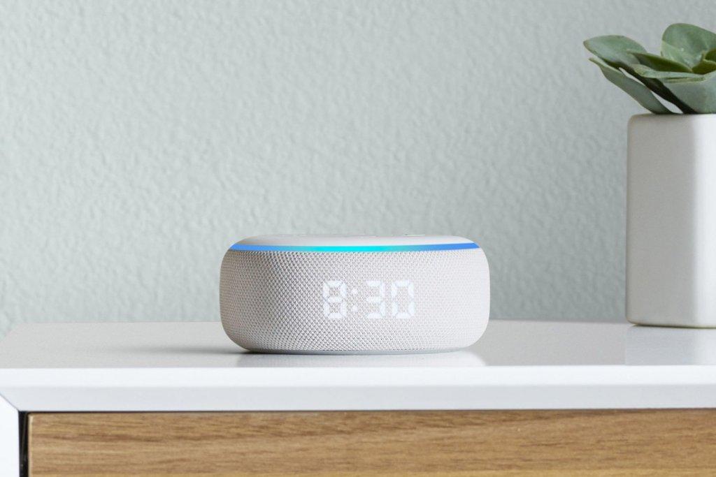 Amazon  حدث الأجهزة 2019 - صدى نقطة مع عقارب الساعة