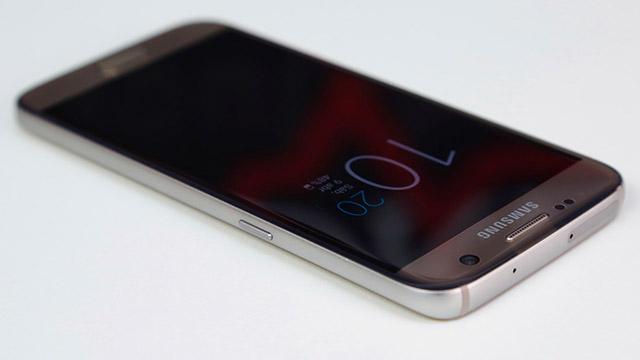 تبدأ Samsung في التحديث Galaxy S7 و S7 Edge لنظام التشغيل Android 7.0 Nougat 1