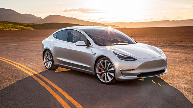 ستنتج Tesla أيضًا محركات كهربائية وناقلات الحركة في Gigafactory 1