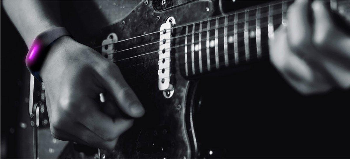 سيسمح لك الجهاز القابل للارتداء من سوني بالتحكم في الآلات الموسيقية عن طريق الإيماءات 1