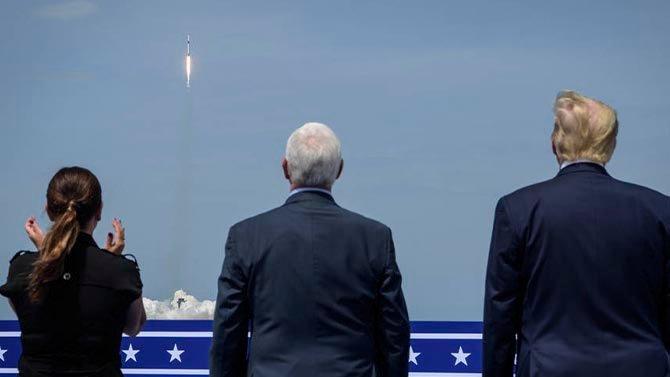 تحتفل سبيس إكس بمرور عام على أول مهمة مأهولة لها مع ناسا 2