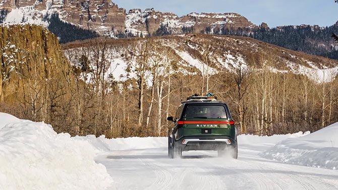 سيبدأ شحن Rivian Electric SUV اعتبارًا من يوليو 2