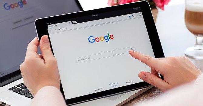 """كان """"Coronavirus"""" و """"المساعدة في حالات الطوارئ"""" أكثر العبارات التي بحث عنها البرازيليون على Google في عام 2020 2"""