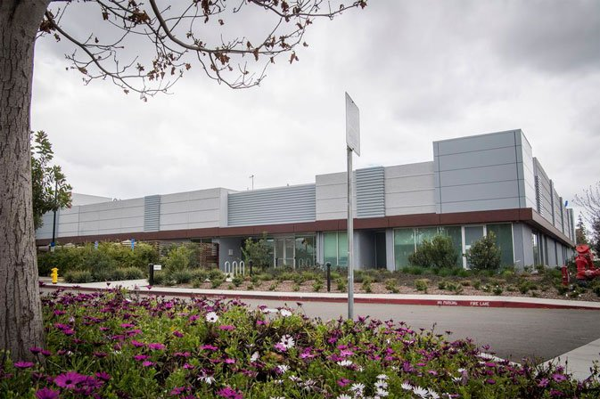 مصنع الشاشة المفترض من Apple، في كاليفورنيا